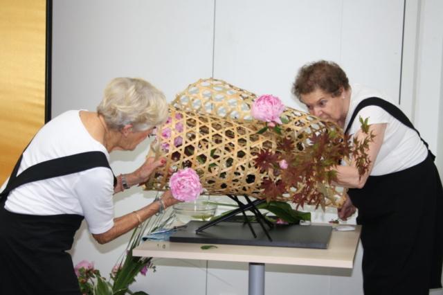 Ikebana-International Workshop Ikebana im Blumenkorb