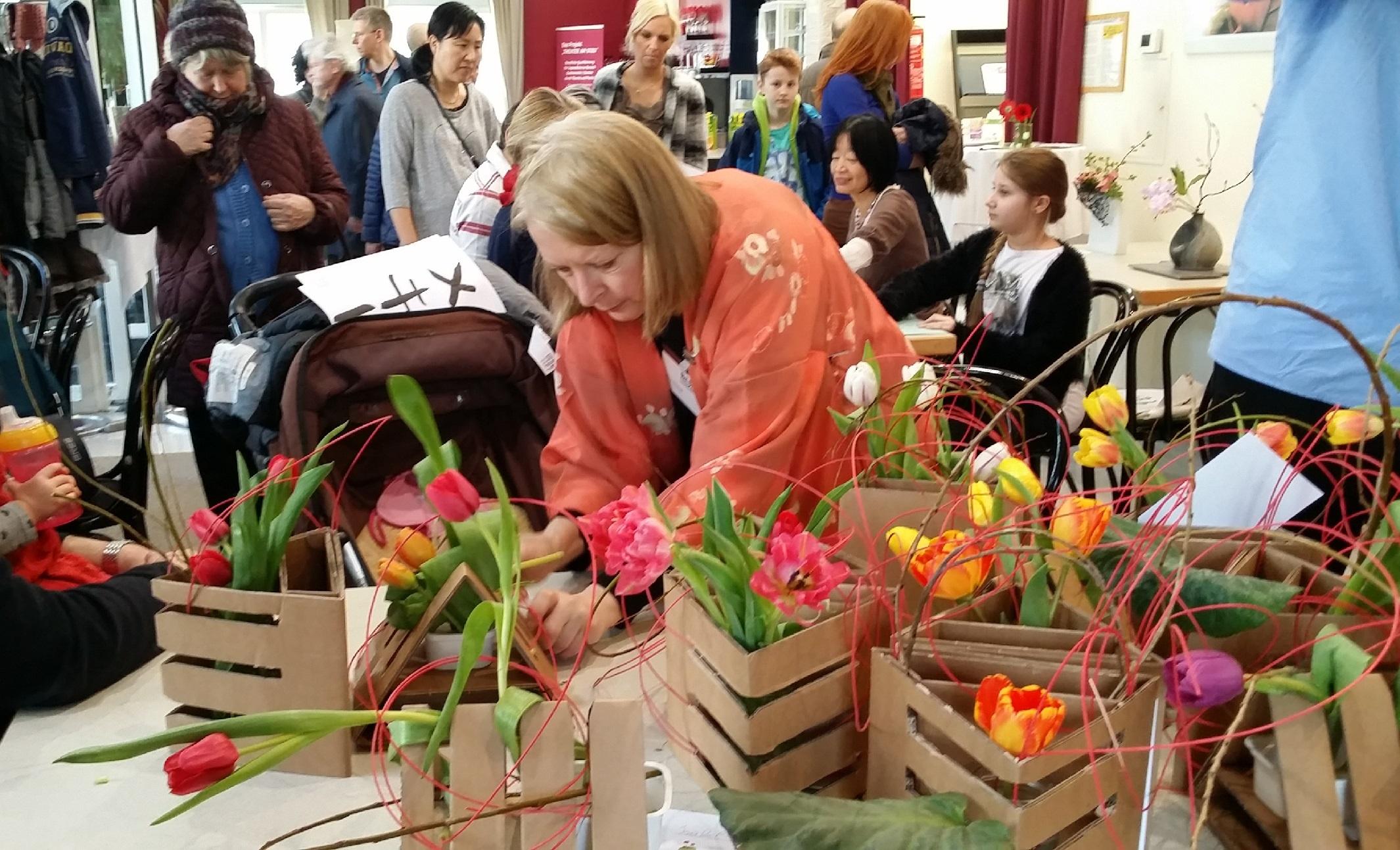 Ikebana-International Vienna zum Japanisches Frühlingsfest in Baden 2016