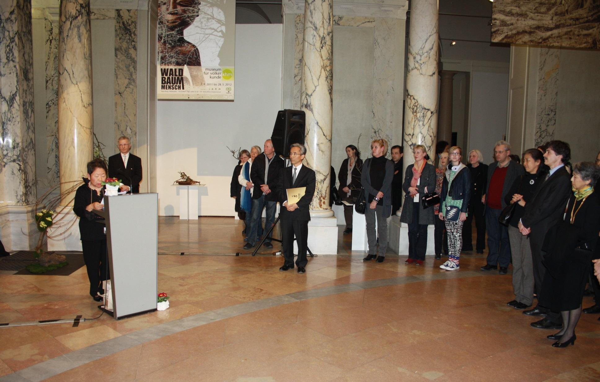 Ikebana-International Vienna Ausstellung Ausstellung Wald Baum Mensch