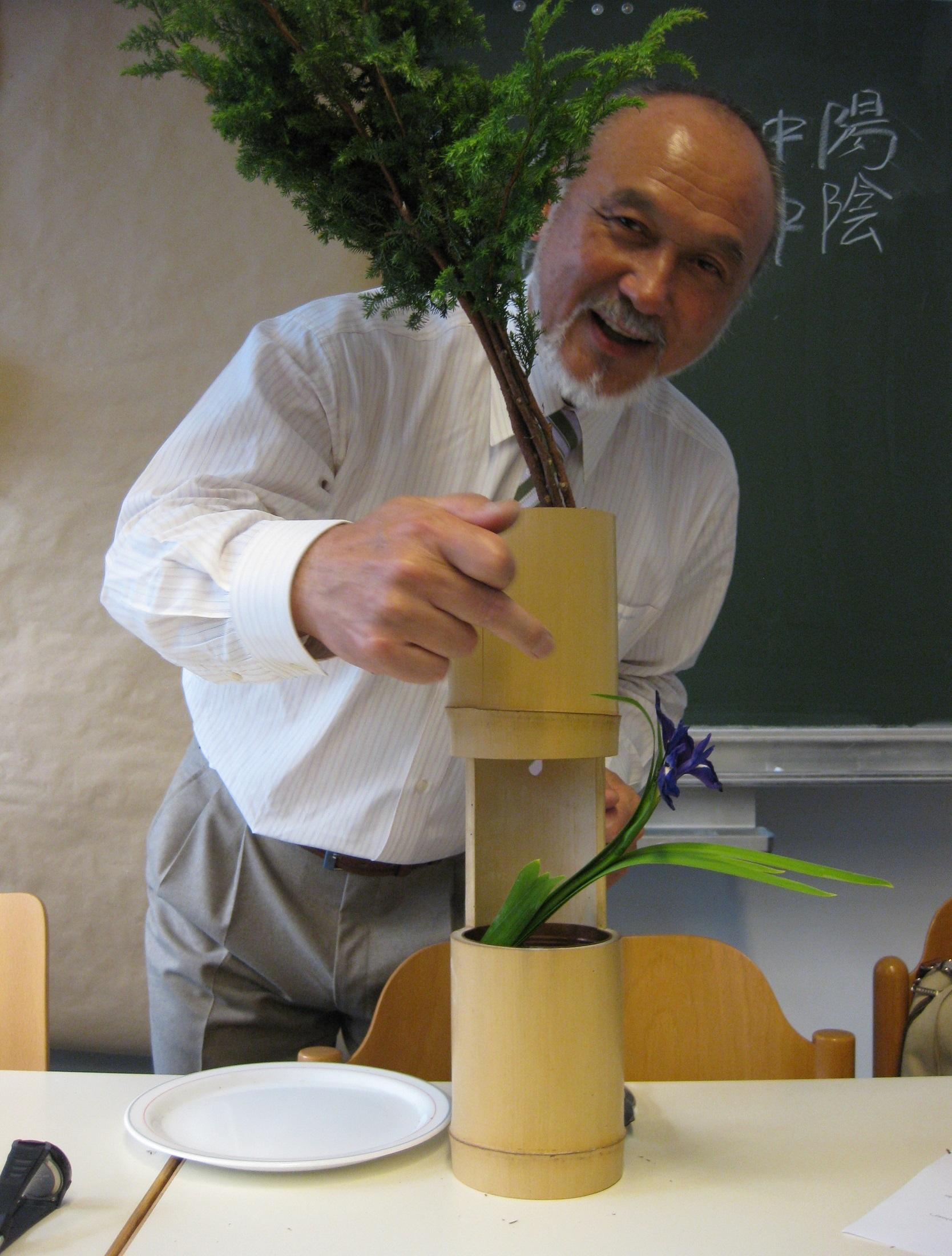 Ikebana-Demonstration der Mishō-Schule an der Wiener Universität